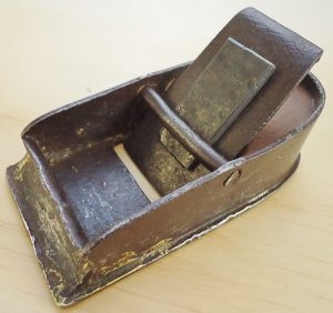 "17th to 18th century block plane, 4"" long."